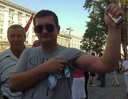 Яценюк говорит, что депутатов били дубинками / Фото с Facebook Геращенко