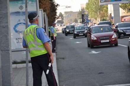 ГАИ просит водителей не парковать транспорт на обочинах / Фото: ОстроВ