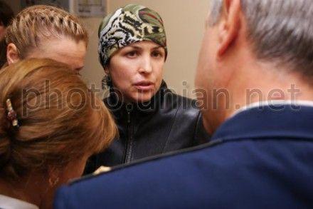 Представники обвинувачення розмовляють Іриною Крашковою
