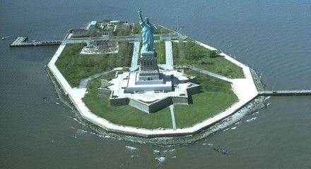 Острів Свободи, статуя / Фото: Вікіпедія