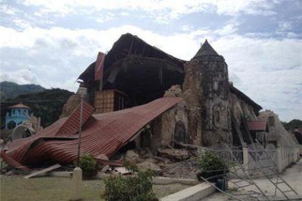 Обрушившаяся церковь на острове Бохол / Фото : @tokyodrastic / Twitter