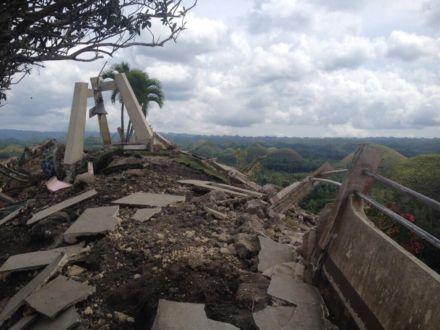 Землетрясение на Филиппинах, остров Бохол, башня / Фото : @tokyodrastic / Twitter
