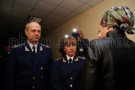 Представители обвинения говорят с Ириной Крашковой