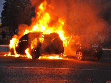 В машину бросили зажигательную смесь / Фото: vpoltave.pl.ua