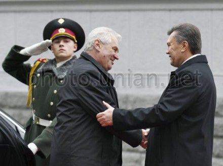 Віктор Янукович та Мілош ЗеманВіктор Янукович та Мілош Земан
