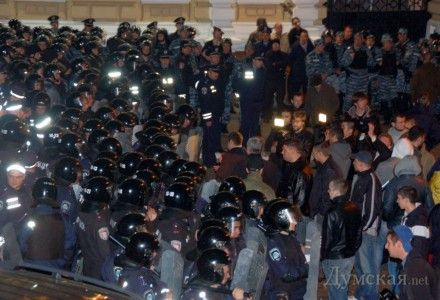 Милиция заявляет о толпе из 500 человек / Фото: dumskaya.net
