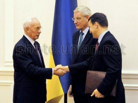 Вчера Бильдт и Сикорский также встретились с Азаровым