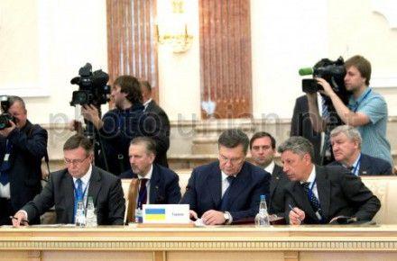 Янукович предлагает Грузии вернуться в СНГ