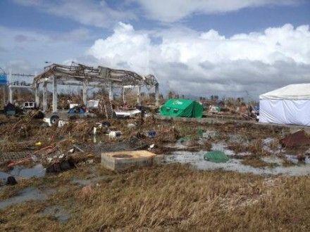 Тайфун привел к разрушениям на Филиппинах / Фото : twitter.com / IvanCNN