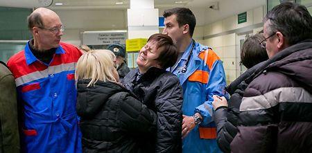 Женщина в состоянии шока в казанском аэропорту / Фото: Ирина Грызунова, metronews.ru