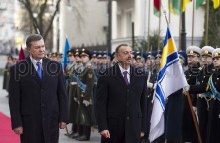 Президенты Украины и Азербайджана обменялись государственными наградами