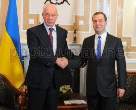 Азаров встретился с Медведевым
