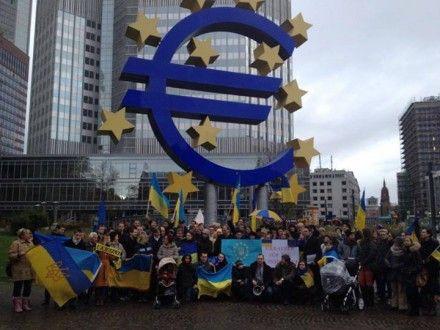 Половина участников акции были из Бельгии, а половина - из Франции / Фото: zik.ua