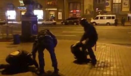 """кадр з відео розгону Беркутом """"Евромайдана"""""""