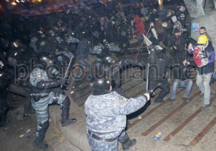 Ранним утром 30 ноября спецподразделения милиции разогнали Евромайдан