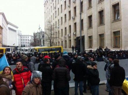 Митингующие дошли до АП / Фото : Твиттер, пресс-служба УДАР
