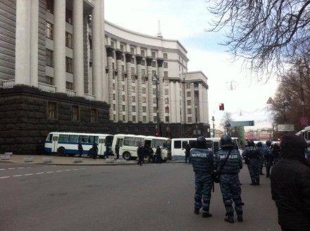 Вход в Кабмин перекрыли автобусами / Фото: Родина, Фейсбук