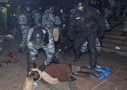 """В Севастополе поддержали  бойцов """"Беркута"""", которые разогнали Евромайдан, фото harrypotter.scholastic.com"""