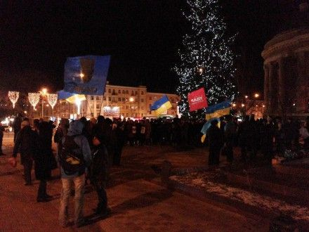 В Донецке активисты местного Евромайдана провели марш в поддержку митингующих в Киеве Фото max.kasyanov