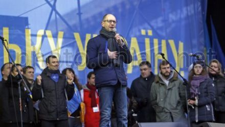 "Yatsenyuk calls upon all those present ""to protect Maidan"" from dispersal"