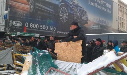 Митингующие блокируют Крещатик в ожидании штурма