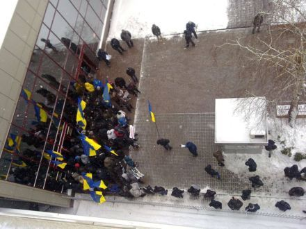 """Titushki"" block entrance to Mission of EU in Ukraine/Photo: David Stulik/ facebook.com"