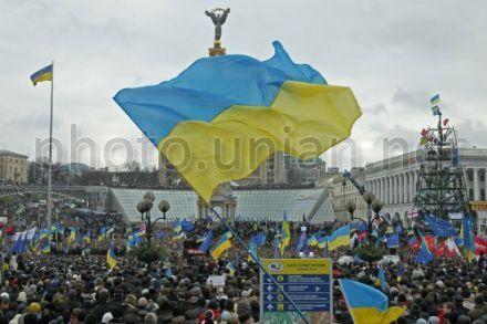 На Майдане провели мероприятия, связанные с уборкой, вывозом мусора и поставкой воды и продуктов.
