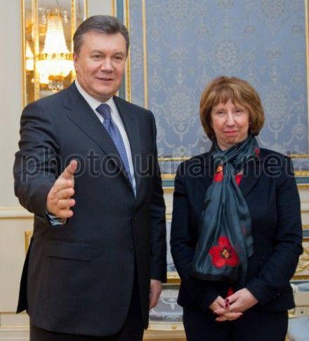 Эштон считает, что Янукович не должен медлить