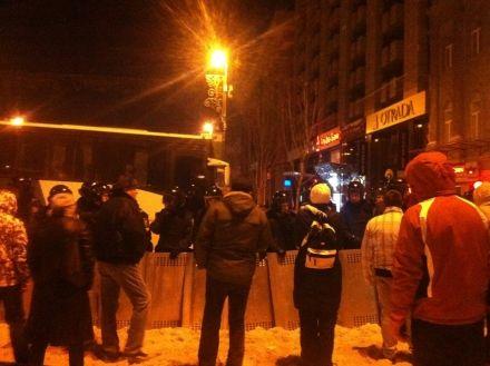 """Люди на зовнішньому кордоні вмовляють """"Беркут"""" і ВВ не штурмувати Евромайдан, навіть якщо наказ буде. Командирів персонально просять не віддавати наказ."""