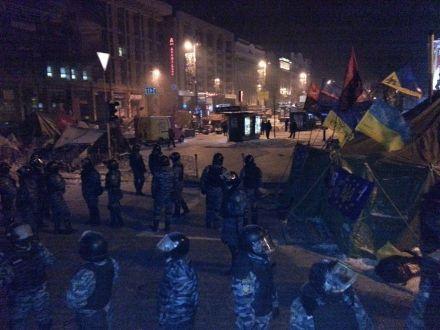 """Бійці """"Беркуту"""" біля залишків барикад"""