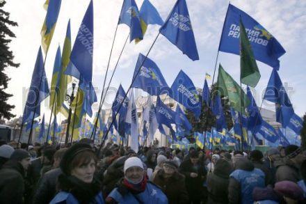 Регионалы свозят своих сторонников в Киев