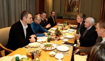 Лидеры оппозиции на встрече с Маккейном, фото klichko.org/