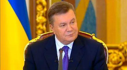 Янукович обещает выплатить зарплаты киевским бюджетникам.