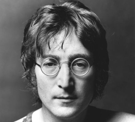 Кратер назвали в честь Леннона