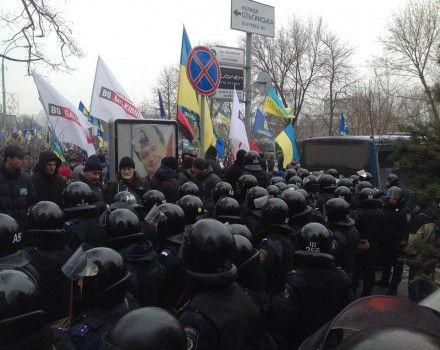 ВР блокируют митингующих возле МВД / Фото: Фейсбук Евромайдан