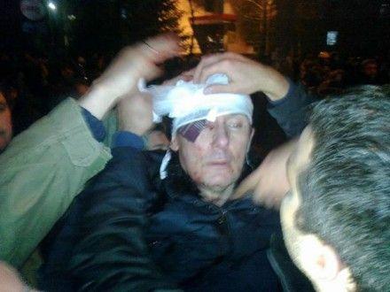 Очевидцы пытаются остановить кровь Фото Laptiiev Artem