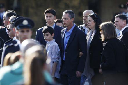 Прощание с Шароном, сын Шарона / Фото : REUTERS