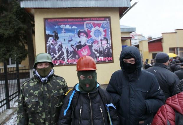 Попыток совершить нападение на часть, чтобы завладеть оружием, сепаратисты не предпринимают.