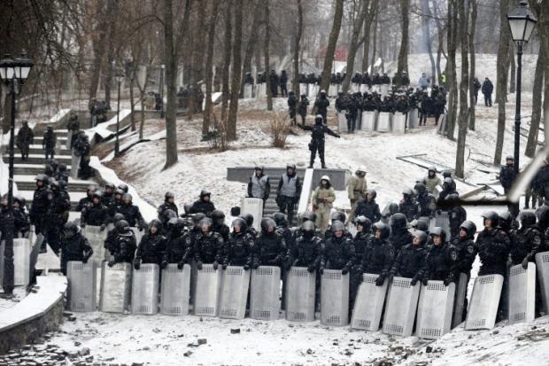 Спецназовцев и армейцев могут переодевать в форму внутренних войск
