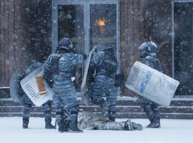 Berkut beating a protester