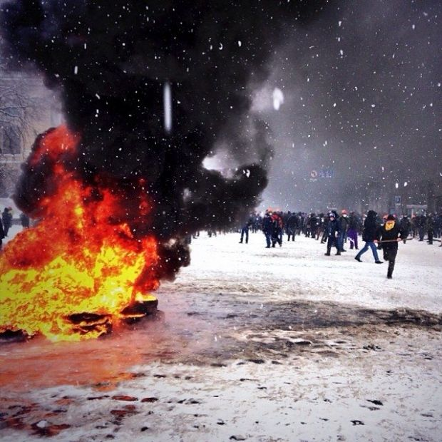 Dense black smock at Hrushevskogo Street / @divinejudge / Instagram