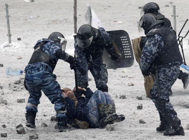 Задержанные фактически стали заложниками - эксперт / Reuters