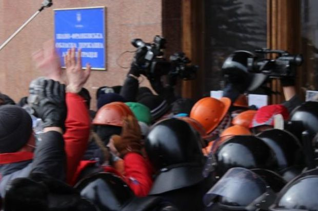 Мітингувальники штурмом взяли ОДА / Бліц-Інфо