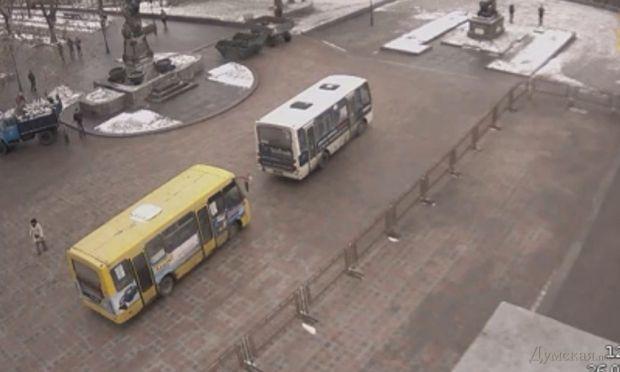 Автобусы возле Одесской ОДА / Думская