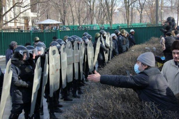 Противостояние с силовиками в Днепропетровске перед ОГА / Facebook