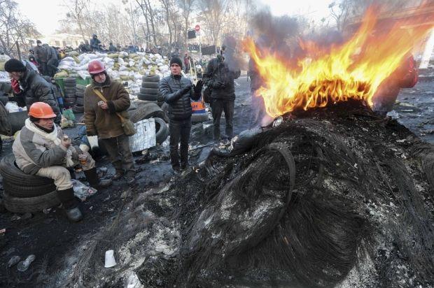 На Грушевского горят шины / REUTERS