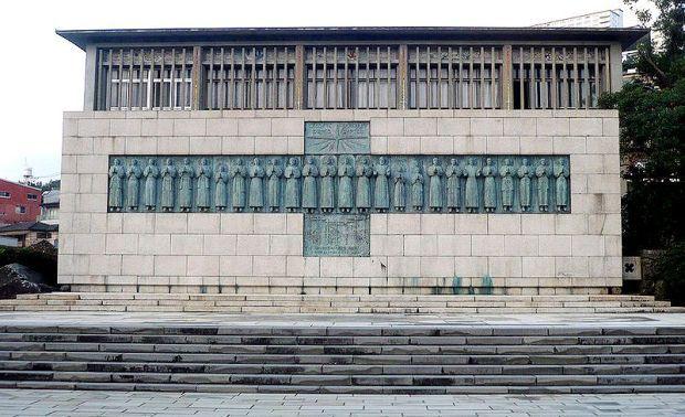 Памятник на месте казни 26 японских мучеников, Нагасаки, Япония