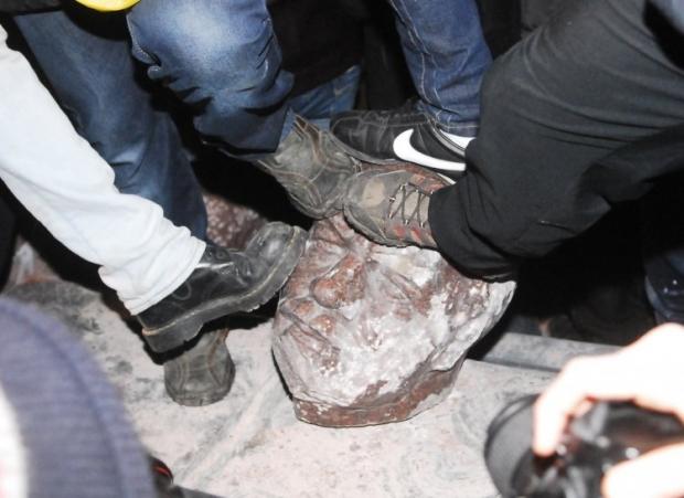 Разрушенный Ленин в Киеве