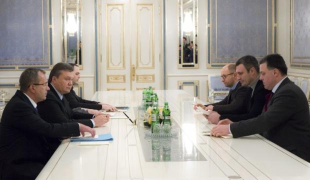 Янукович и оппозиция