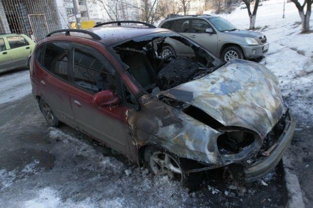 В Киеве массово поджигают автомобили / А. Бойко / vesti.ua